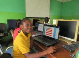 computer lab youngsters - vocational training - mineke foundation