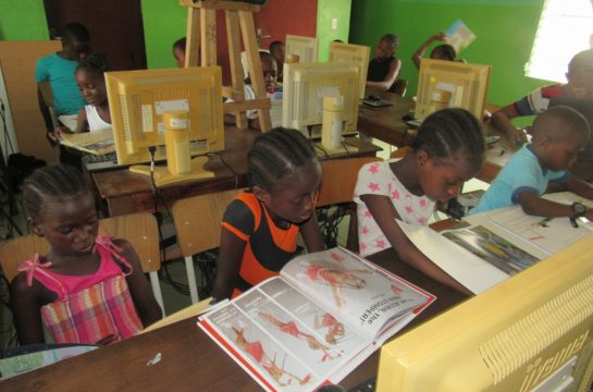 Children reading in the computer lab at Mineke Foundation